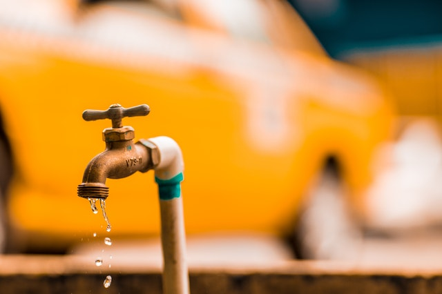 Perdite d'acqua dalle tubature: come risolvere